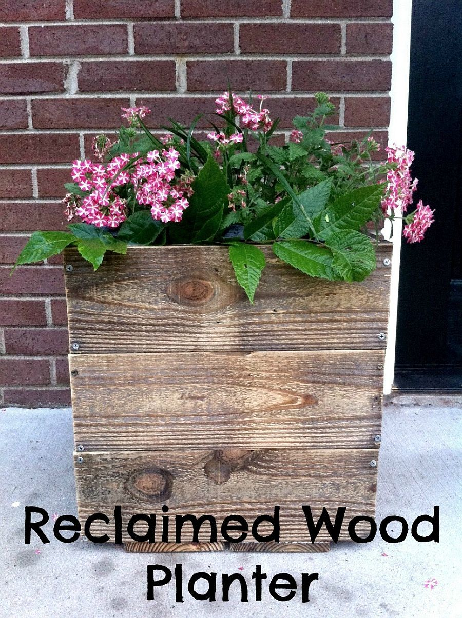 Reclaimed wood planter that you can easily create at home