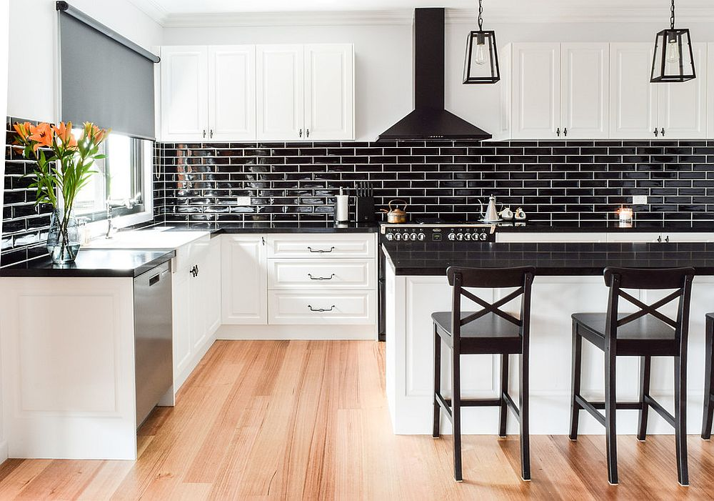 Shiny-black-tiled-backsplash-for-the-kitchen-in-white