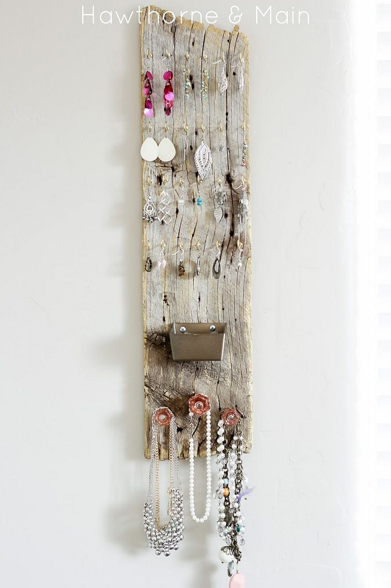 Simple and chic barn wood jewelry holder idea