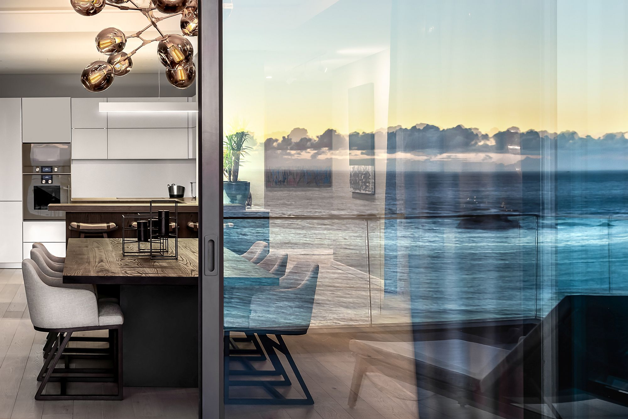 Sliding-glass-doors-delineate-the-dining-space-from-the-balcony