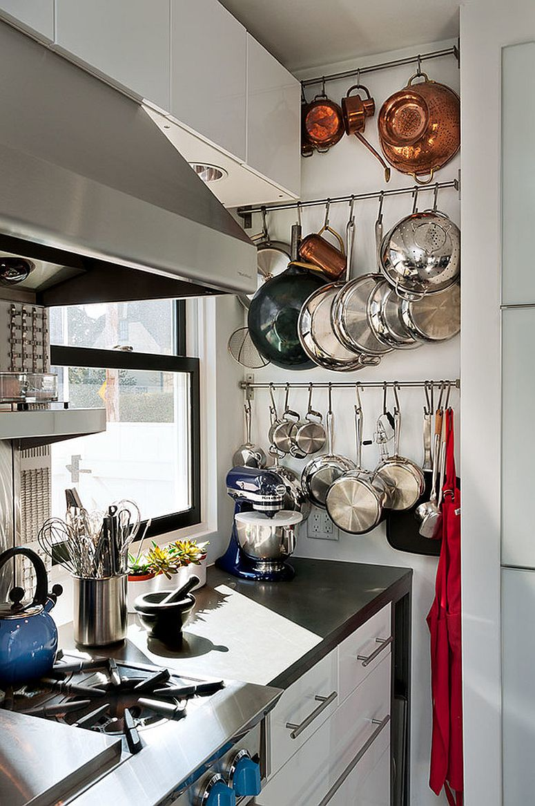 Smart arrangement of pots and pans in the ultra-tiny kitchen