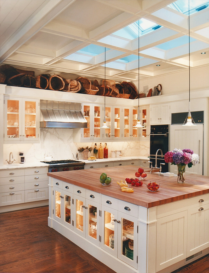 Smart ceiling design brings light to the traditional kitchen in white