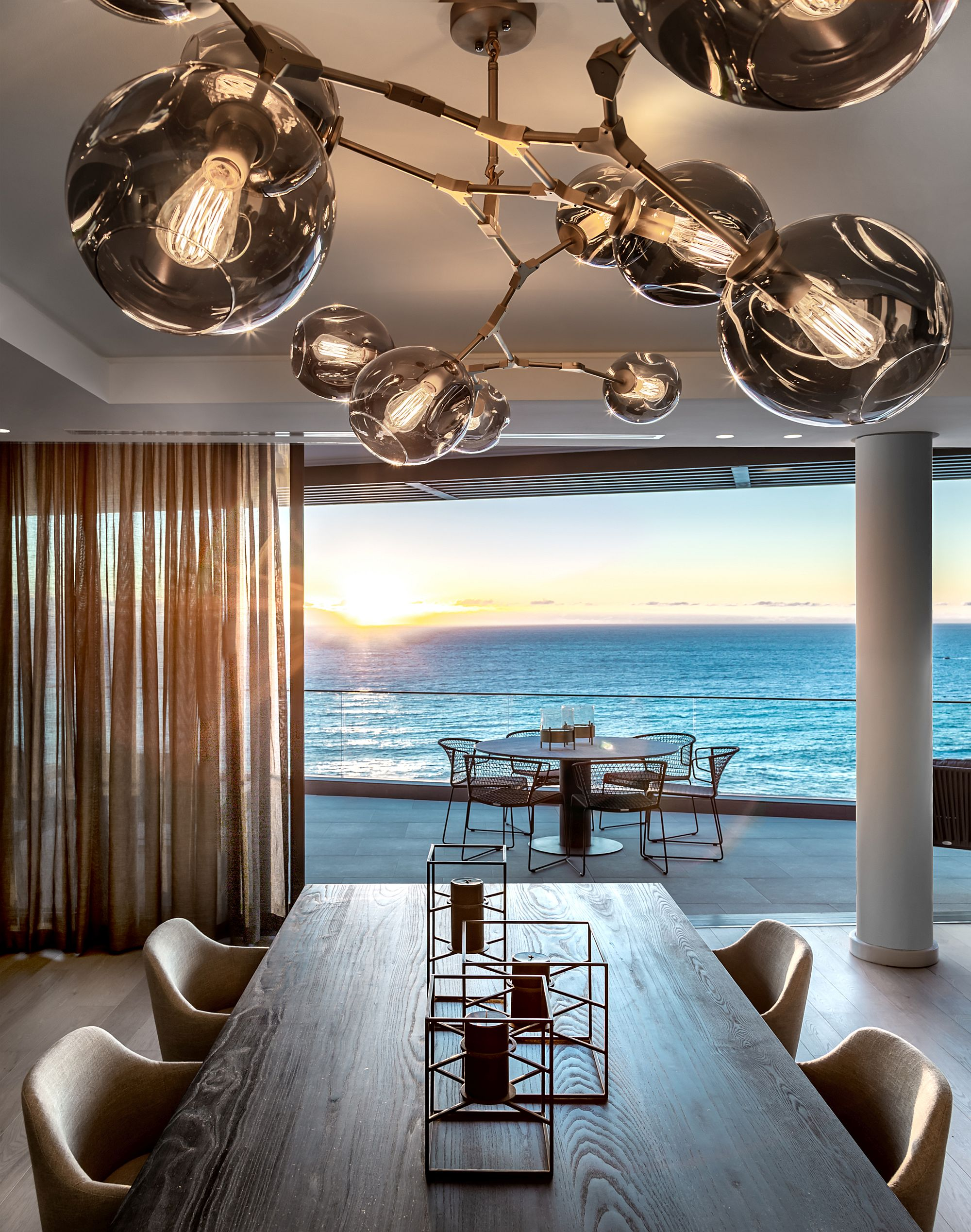 Spectacular-view-of-the-ocean-beyond-from-the-dining-room-and-the-balcony