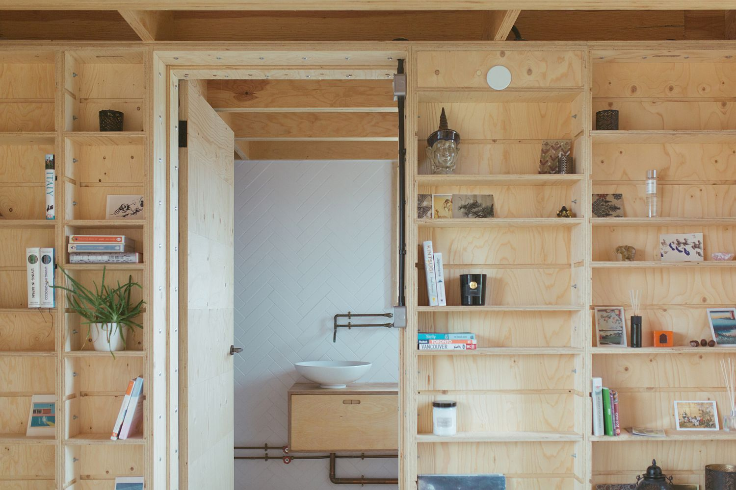 Timber boxes add warmth to the house while giving it adaptable style