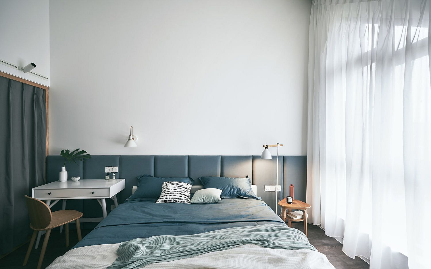 Tufted headboard wall for the contemporary bedroom in white