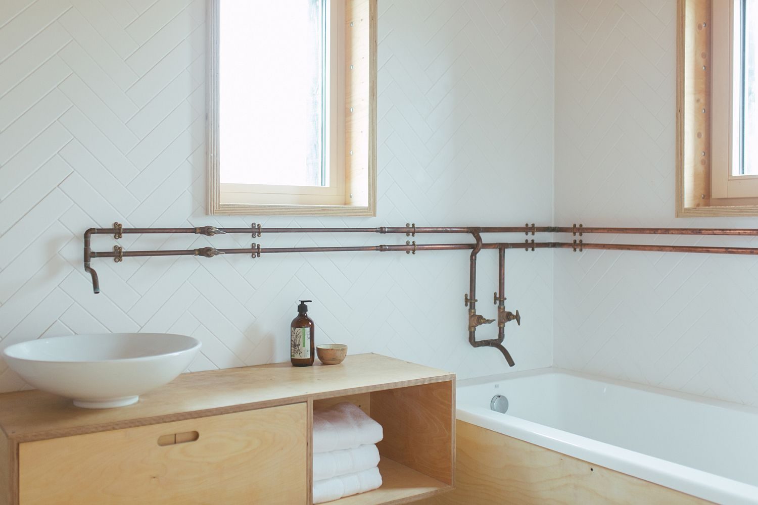 White-and-wood-color-scheme-for-the-modern-bathroom