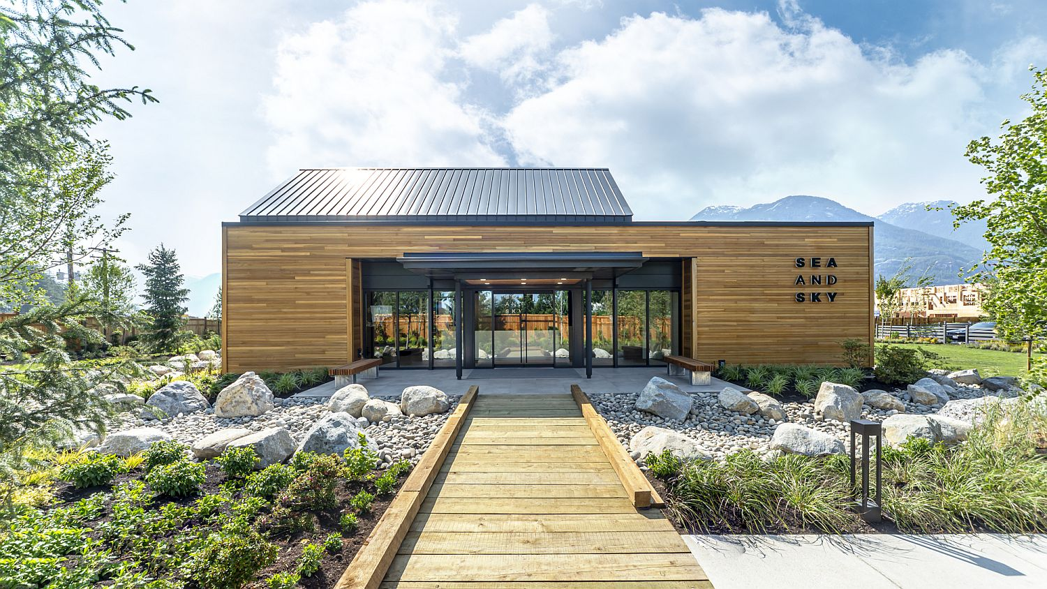 Wood-glass-and-metal-are-combined-beautifully-at-this-Canadian-building