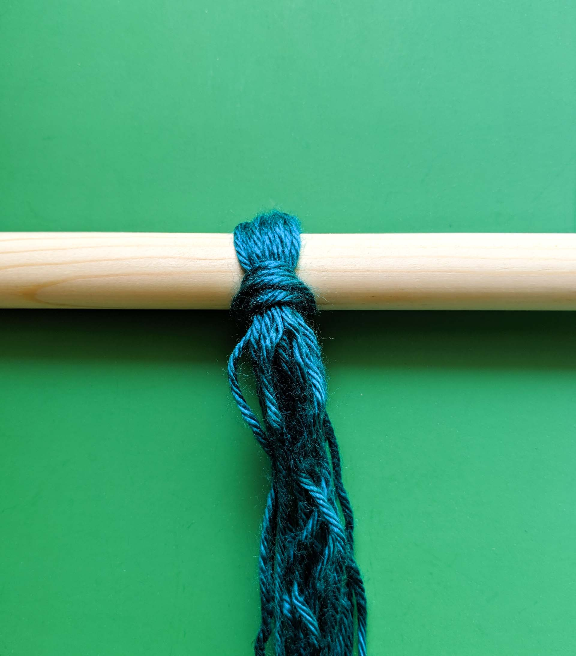 Wrapping the yarn around the dowel