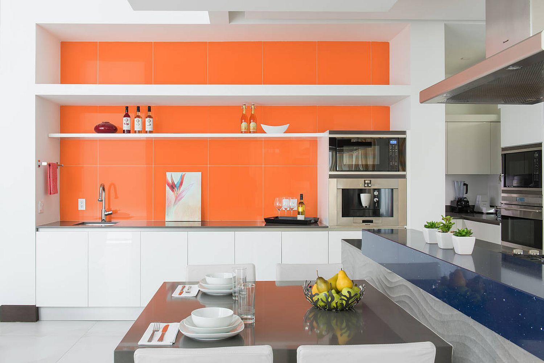Bold-orange-backsplash-for-the-polished-contemporary-kitchen