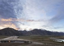 Breathtaking-and-sustainable-lodge-blends-into-the-contors-of-the-landscape-217x155