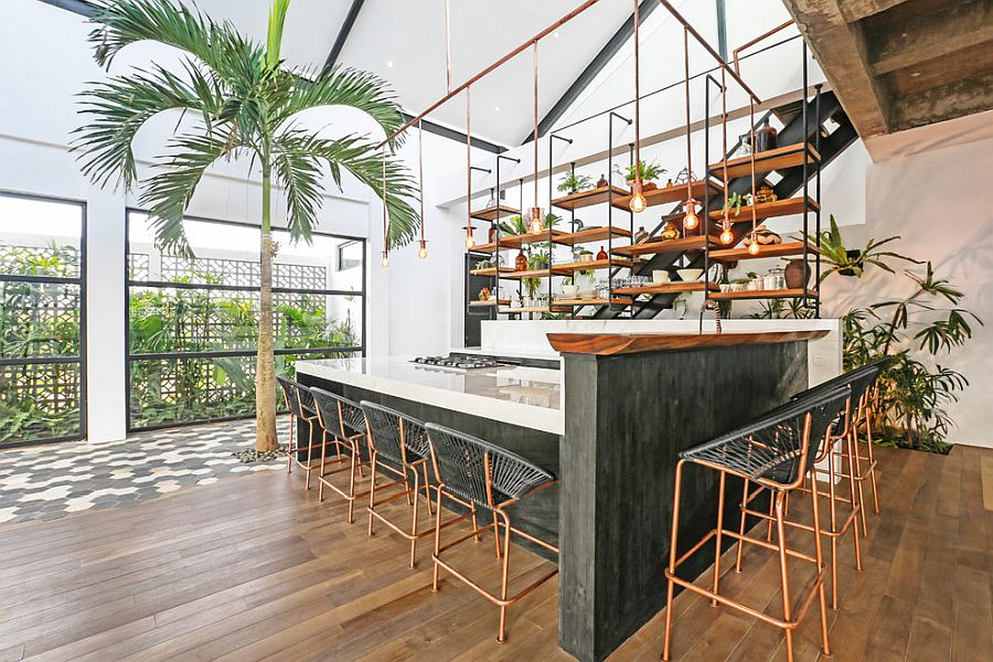 Brilliant-use-of-Edison-bulb-lighting-in-the-modern-tropical-style-kitchen