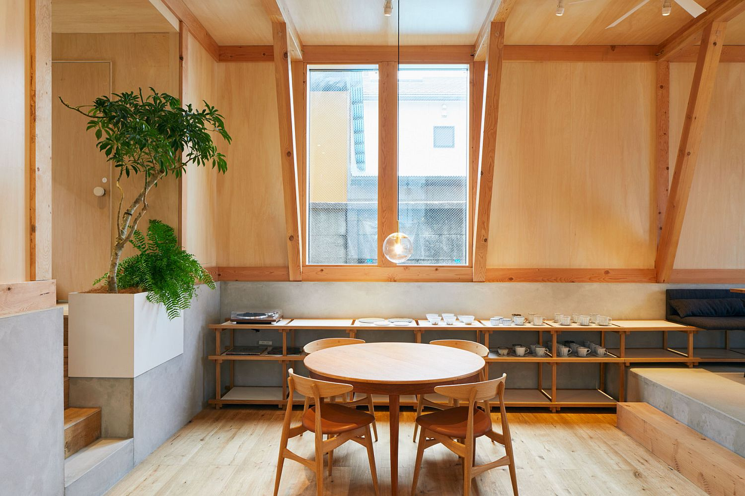 Cafe-and-home-rolled-into-one-in-Japan