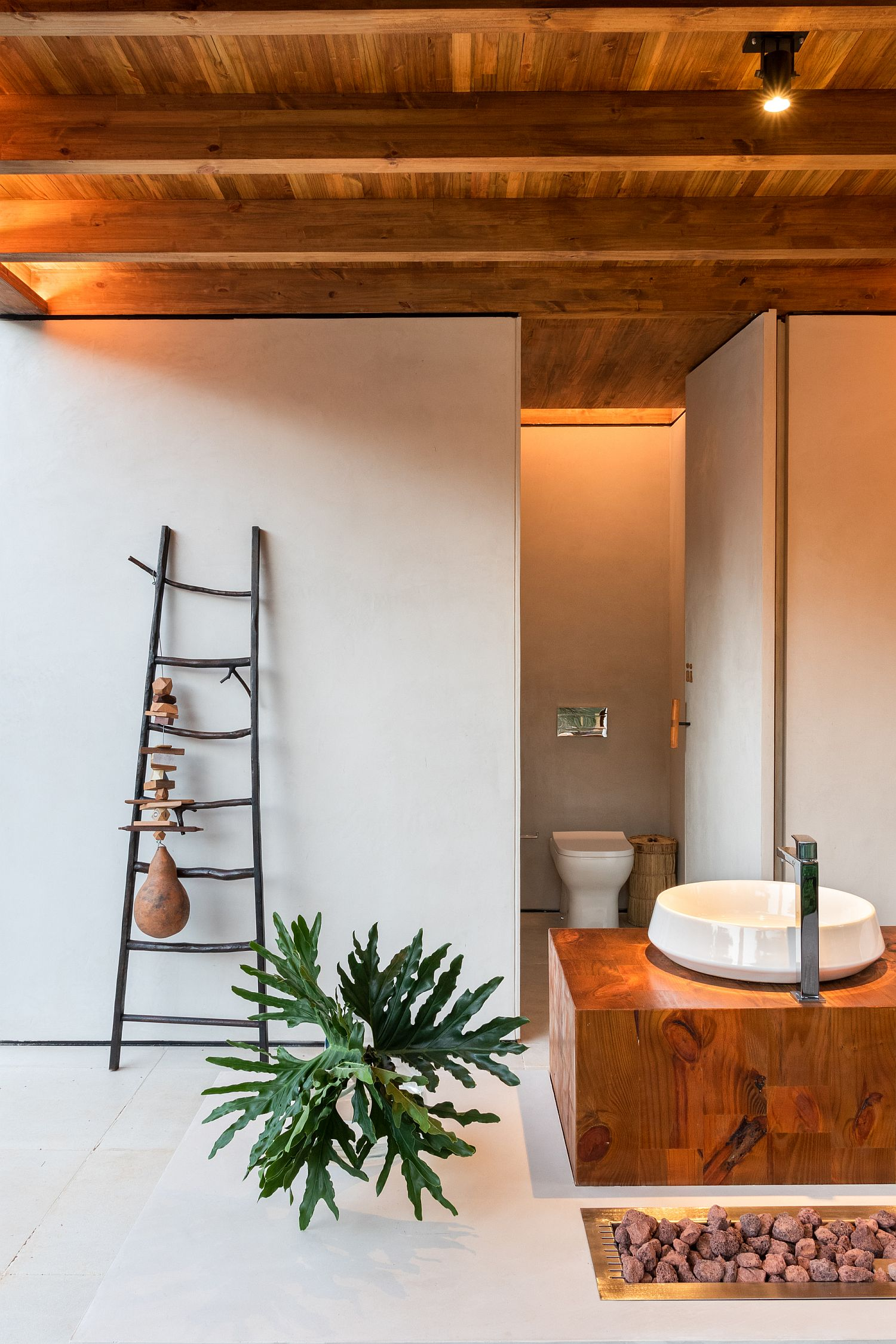 Central washbasin of the terrace with smart design around it