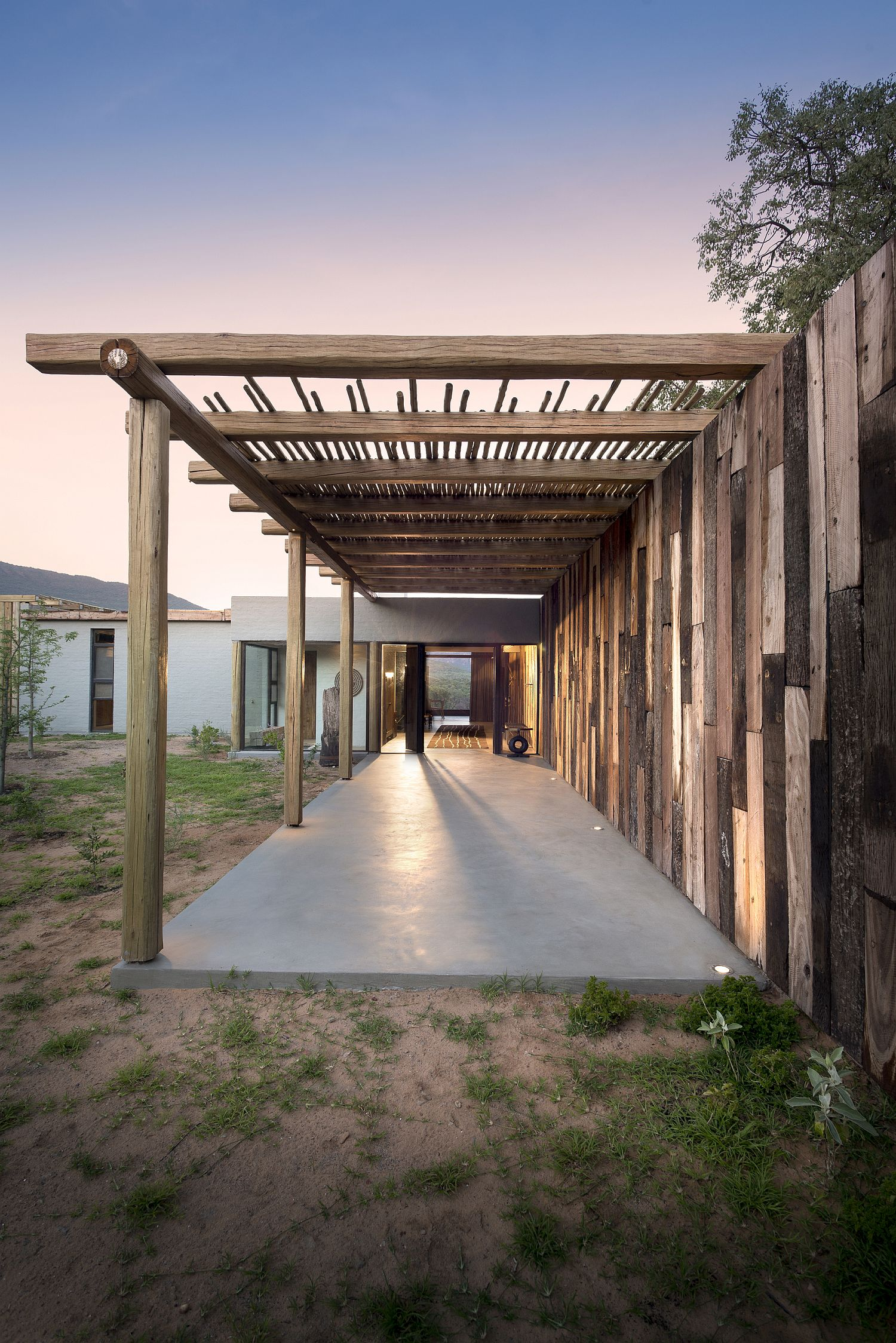 Covered-walkways-and-patios-around-the-house-extend-the-living-area-outside