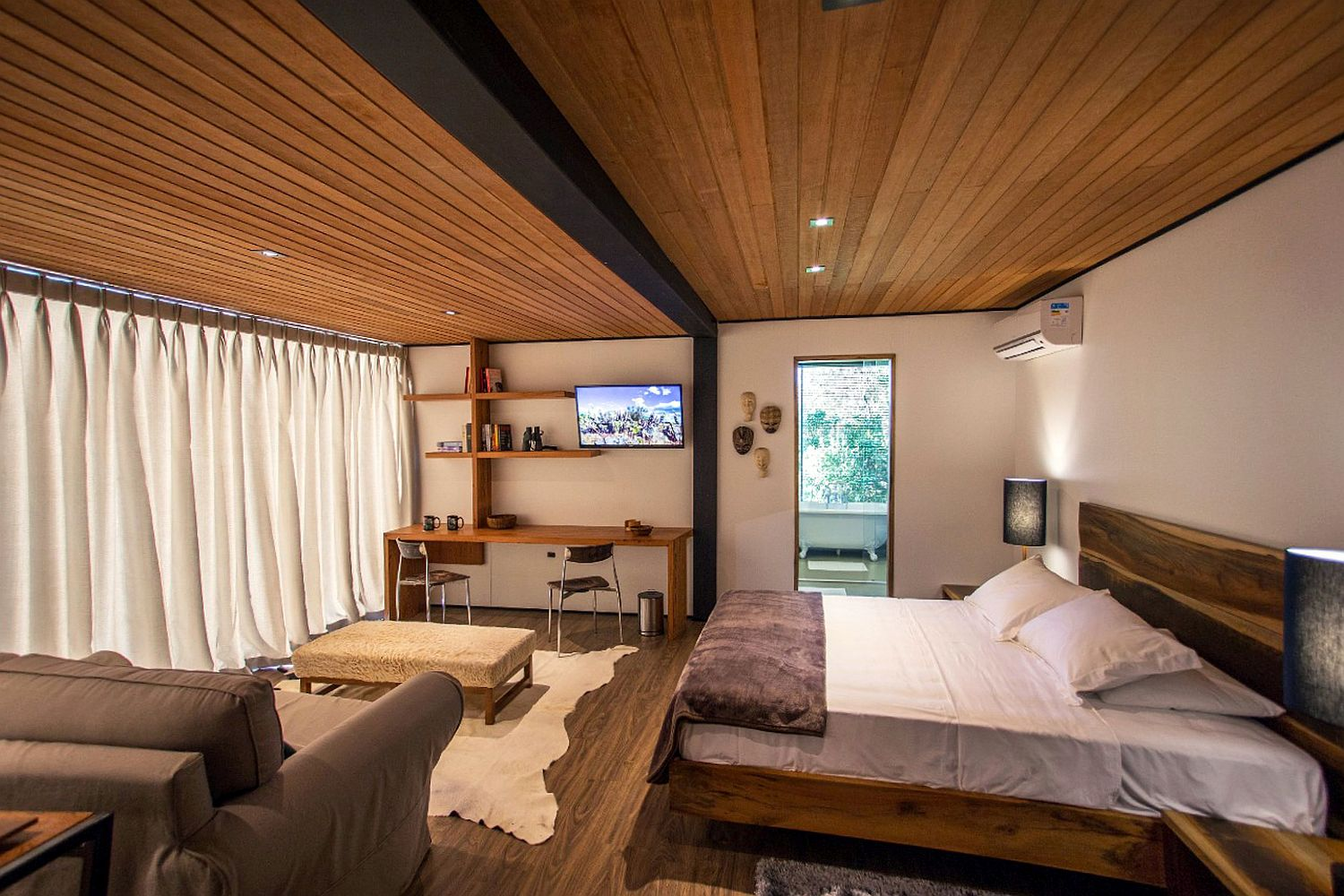 Cozy-and-relaxing-bedroom-of-the-Brazilian-cabin-can-offer-complete-privacy-when-needed
