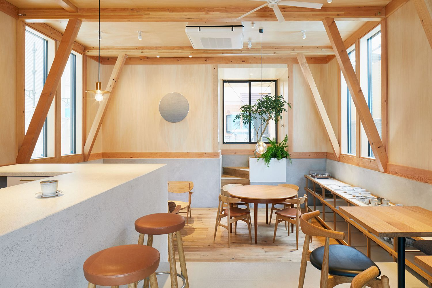 Decor-and-other-additions-in-wood-add-to-the-uniqueness-of-the-cafe