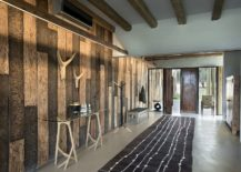 Delightful-use-of-wooden-planks-to-create-a-unique-entry-217x155