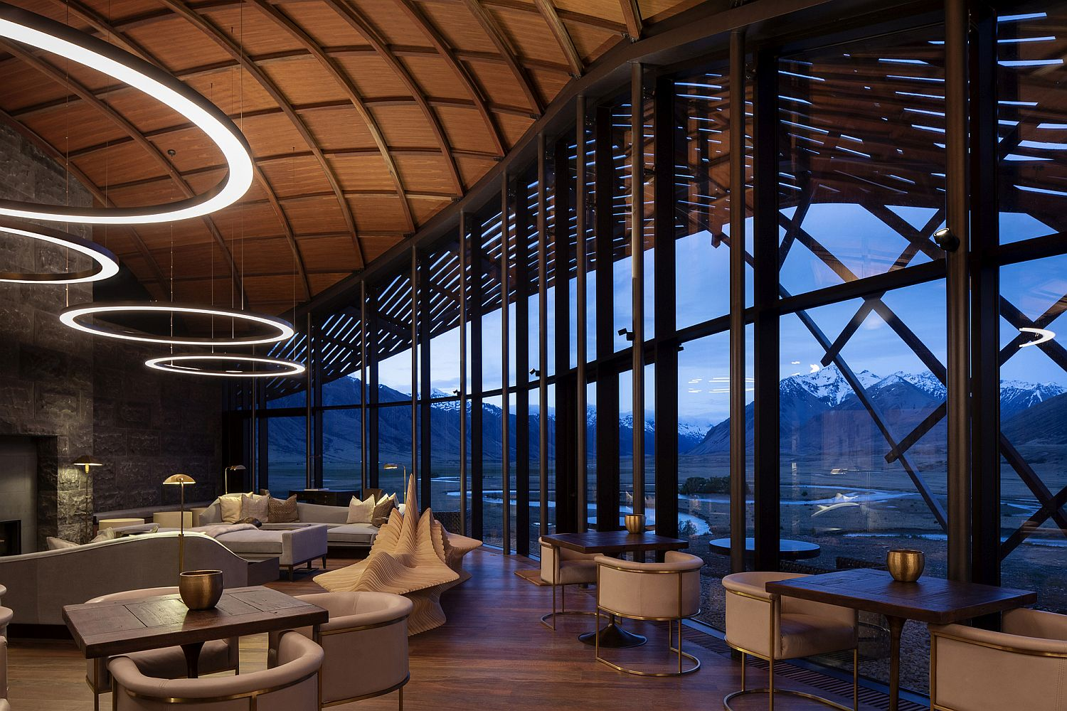 Expansive and eco-friendly Lindis Lodge in New Zealand