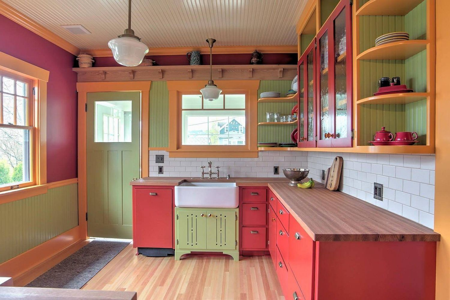 Innovative and eclectic kitchen in red, green and orange