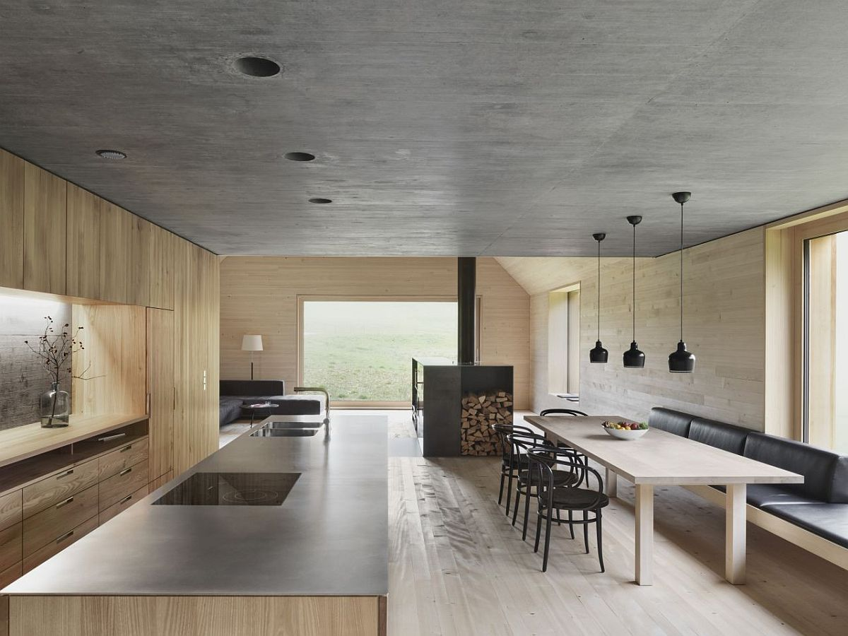 Kitchen-and-dining-area-of-the-Haus-am-Moor-on-the-lower-level