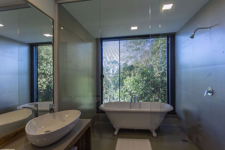 Luxurious-bathroom-of-the-Puruna-Cabin