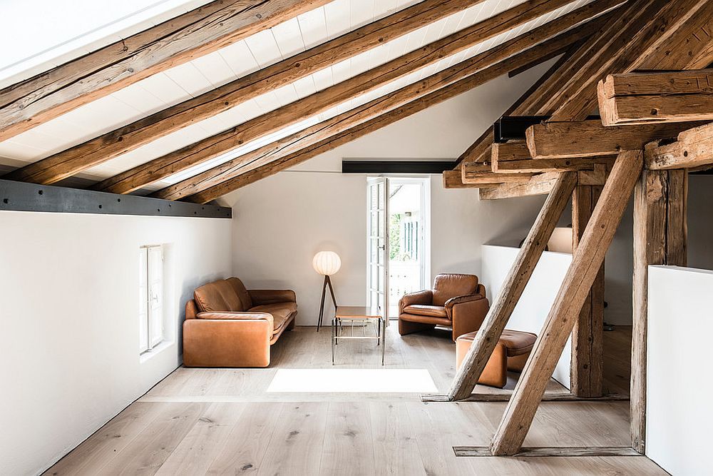 Modern-rustic-living-room-with-sloped-ceiling-and-wooden-beams-that-make-visual-impact