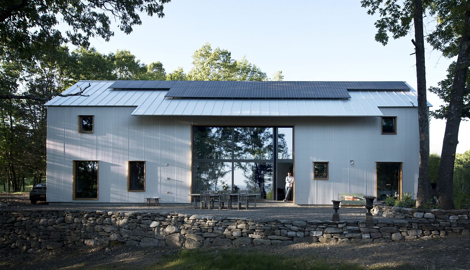Passive House in new York borrows from vernacular design of Dutch settler homes in the region