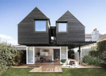 Rear-facade-of-the-Naremburn-Residence-in-Australia-217x155