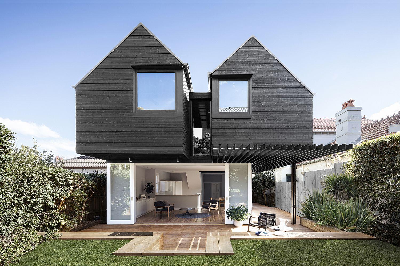 Rear-facade-of-the-Naremburn-Residence-in-Australia