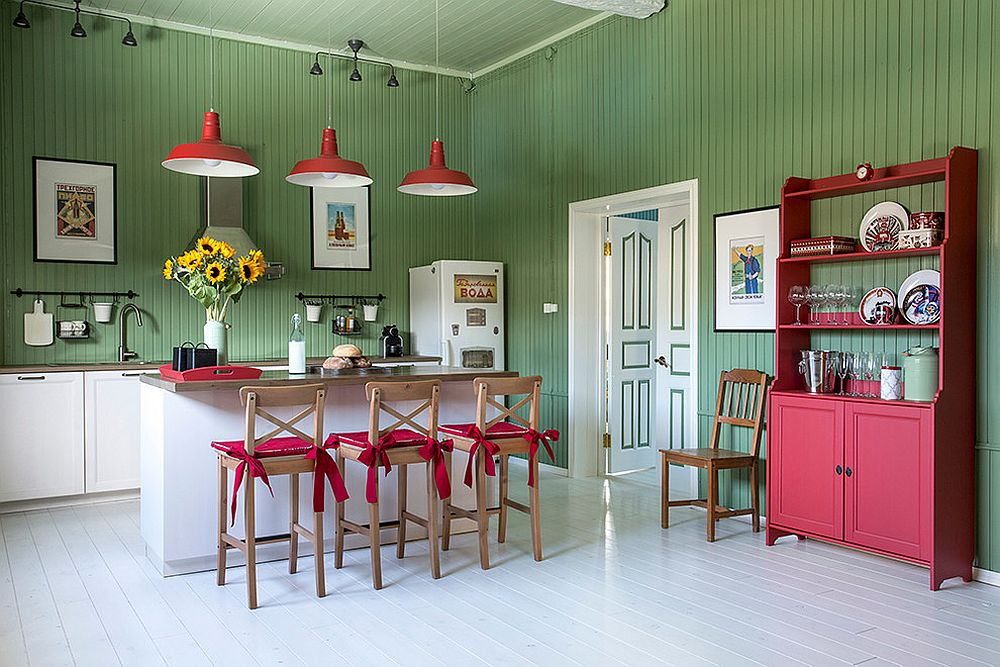 Red-and-green-kitchen-ensures-that-you-have-a-great-time-during-Holiday-Season