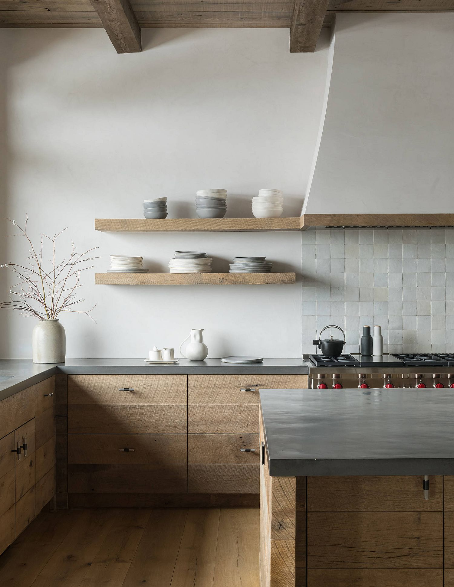 Rustic-and-SCandinavian-styles-rolled-into-one-in-the-minimal-kitchen