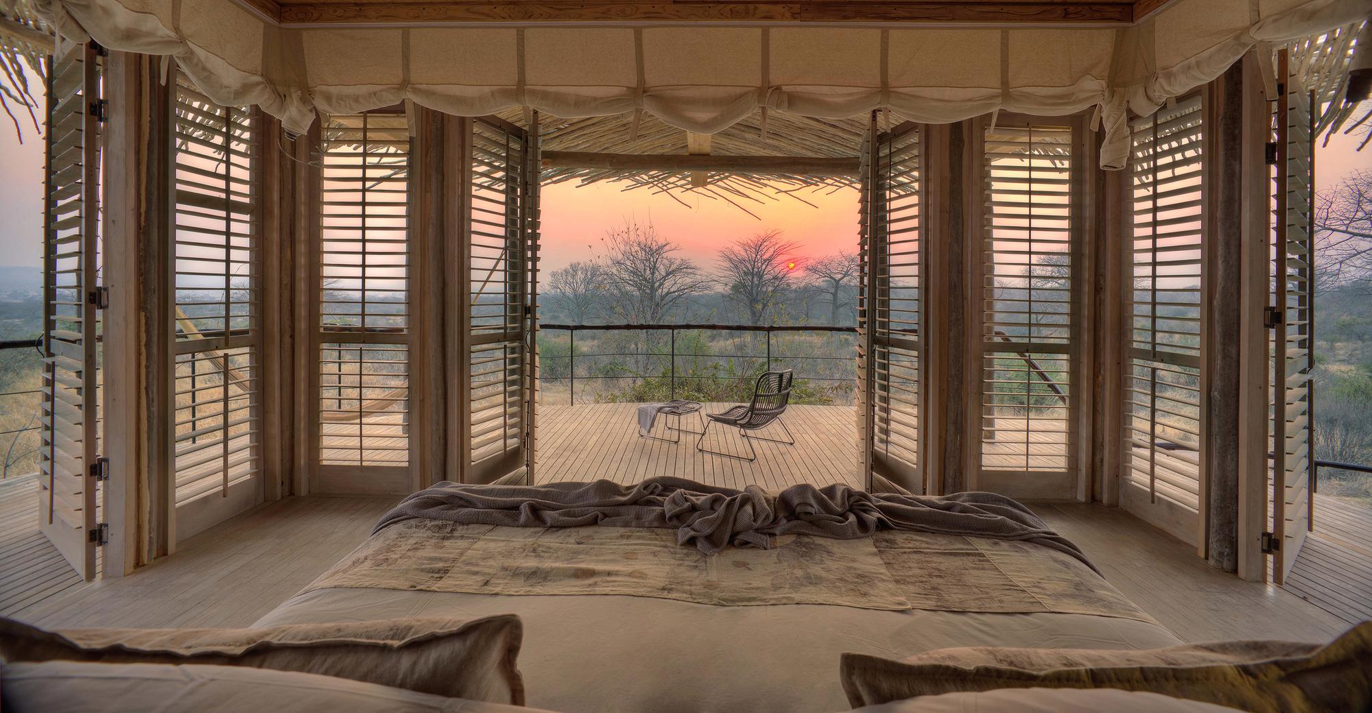 Sunset-at-the-African-Serengeti-viewed-from-the-Jabali-Ridge-Lodge-in-Tanzania