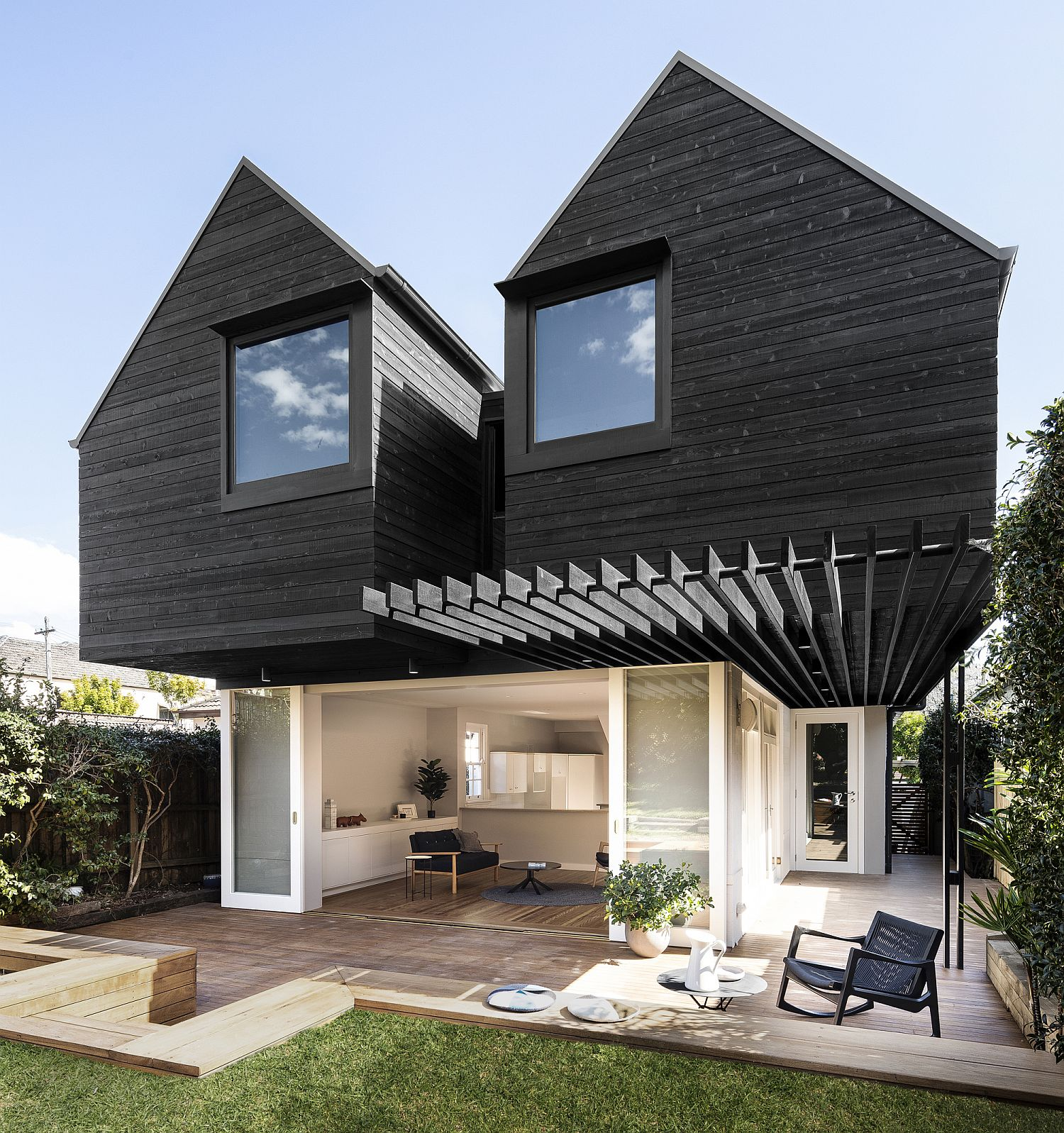 Two-overhanging-dark-wood-structures-extend-the-old-home-in-Australia