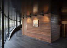 Wood-stone-and-glass-create-a-stunning-lodge-that-you-just-cannot-miss-217x155