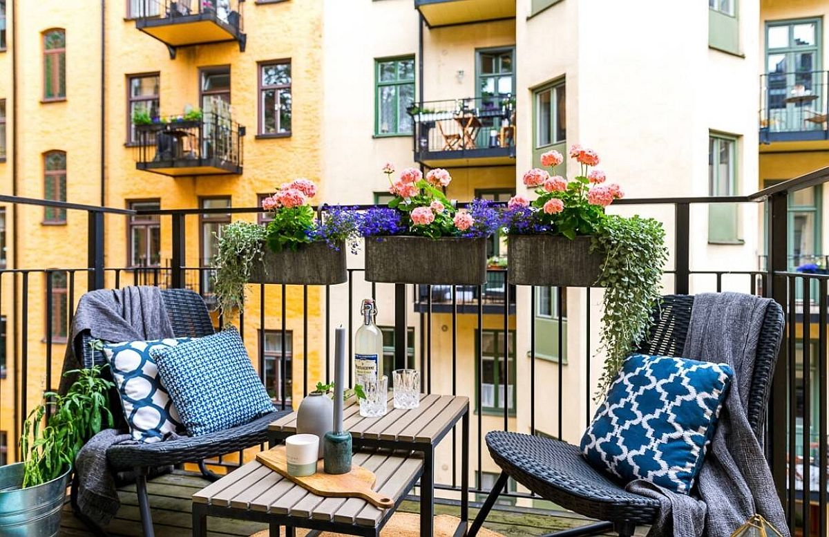 Another beautiful small balcony decorating idea from the city of Stockholm