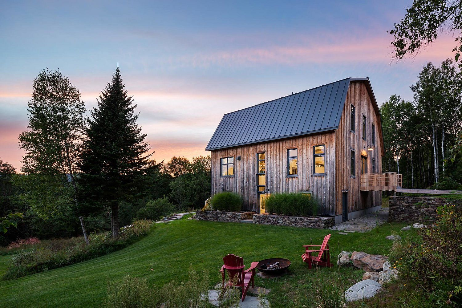 Beautiful 100-year old barn in Quebec transformed into a modern home