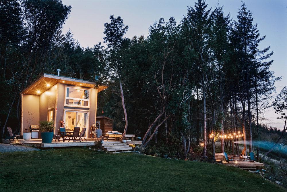 Beautiful lighting illuminates boththe cabin and gorgeous deck outside