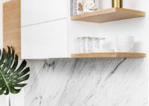 Carrara-marble-and-oak-kitchen-of-the-Midcentury-home-217x155