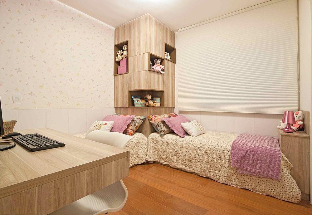 Умный угловой блок для хранения в сочетании с двумя односпальными кроватями в детской комнате