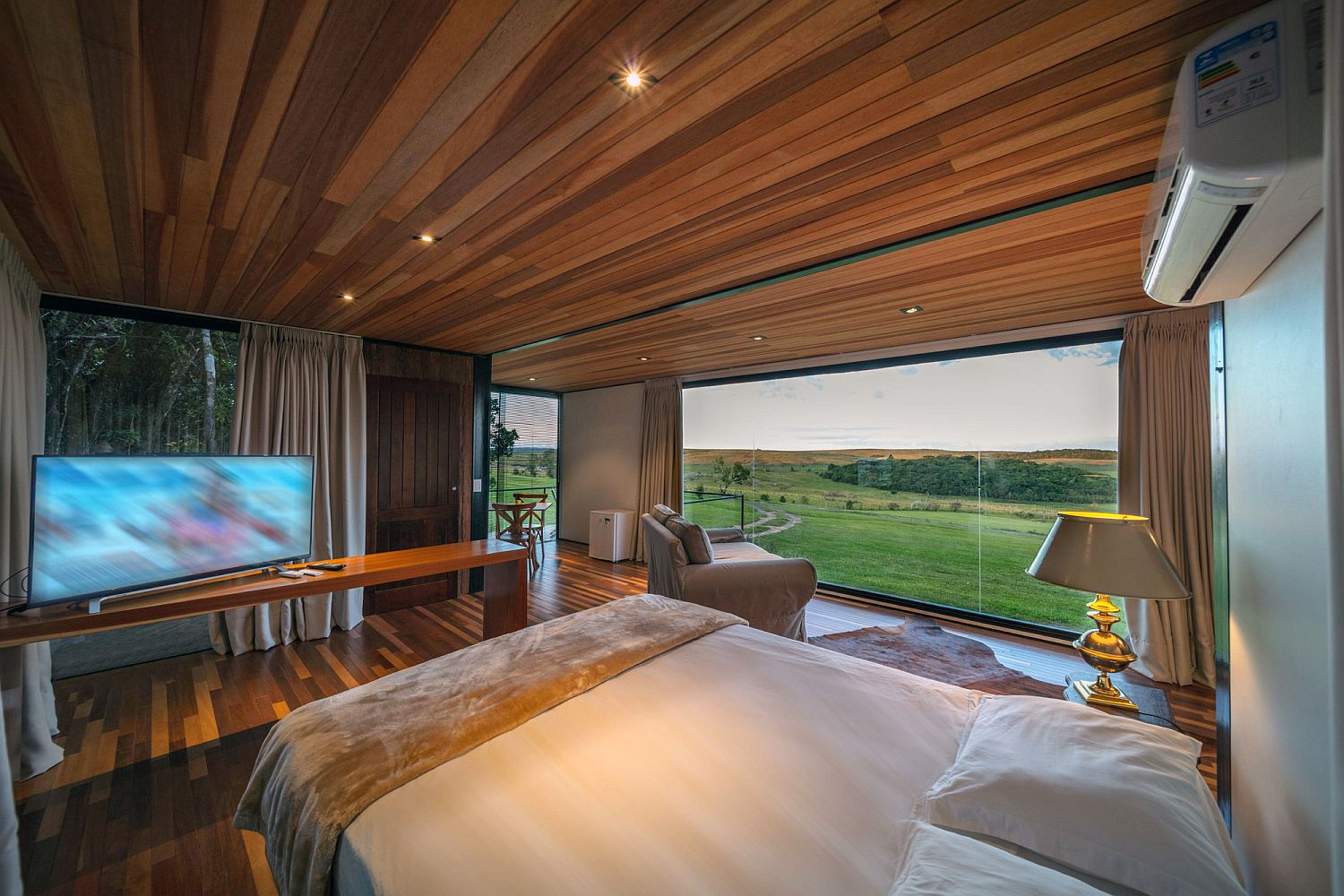 Comfy-bedroom-with-glass-wall-and-smart-decor