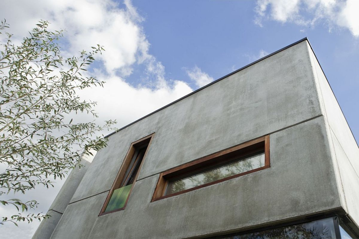 Concrete-top-level-of-the-home-with-minimal-contemporary-appeal