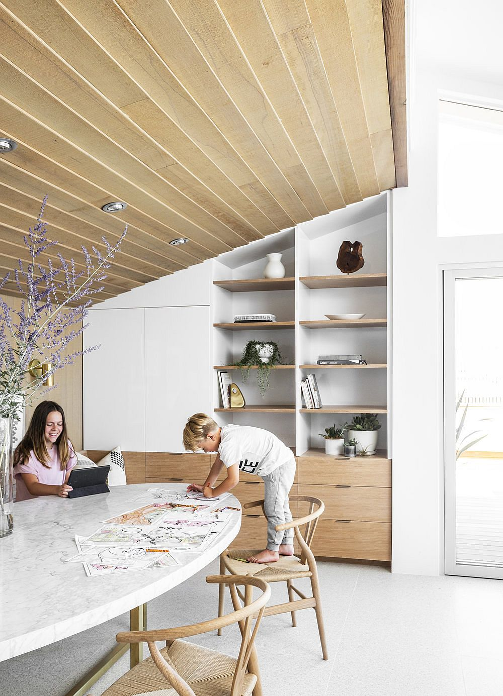 Dining-room-of-the-house-in-white-and-wood