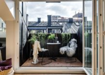 Discover-the-magic-of-black-when-it-comes-to-the-small-modern-balcony-217x155