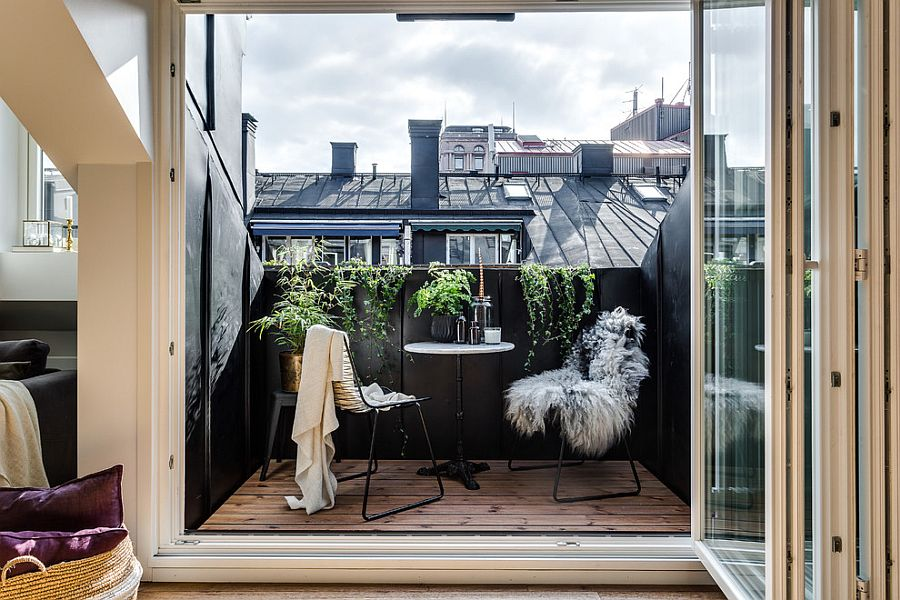 Discover the magic of black when it comes to the small modern balcony
