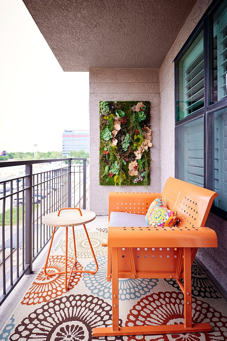 Easy-way-to-bring-a-bit-of-green-into-the-small-modern-balcony