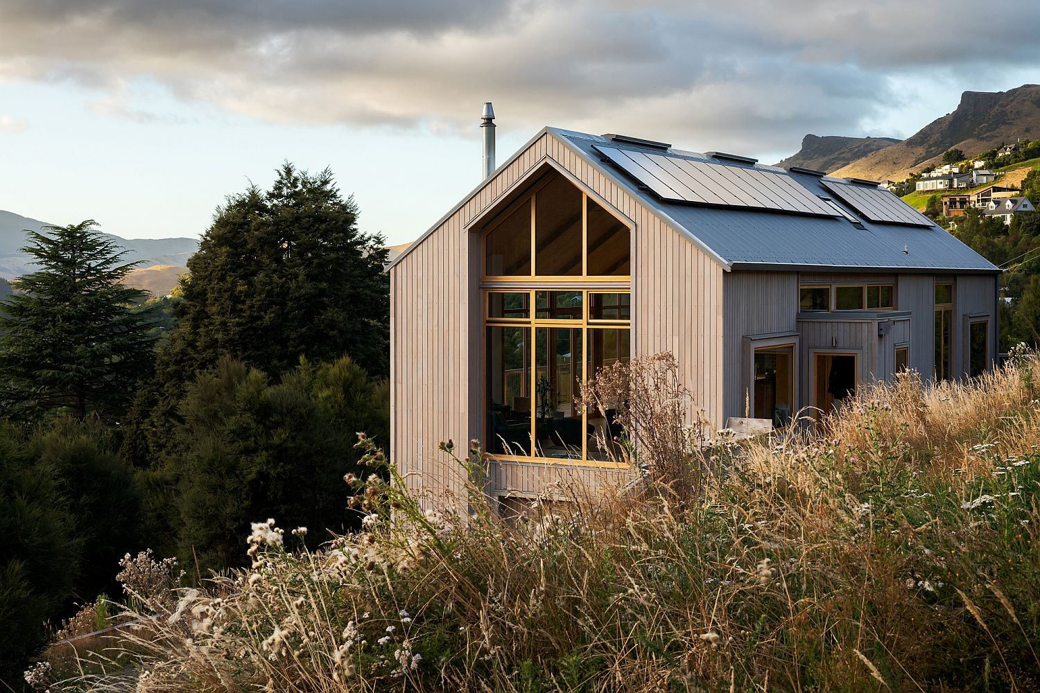 Gorgeous Governors Bay House in New Zealand with lovely natural views