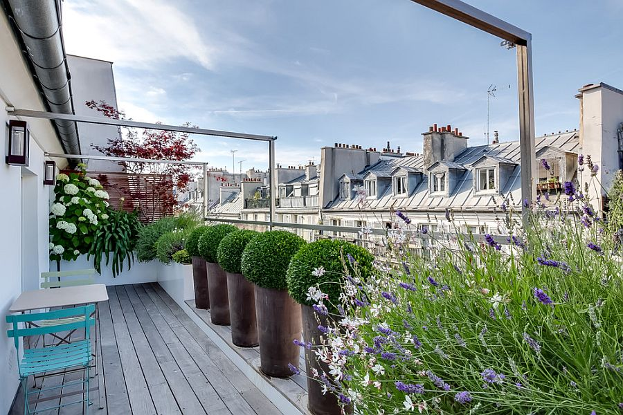 Gorgeous-contemporary-balcony-of-Paris-home-with-ample-greenery-and-lovely-views