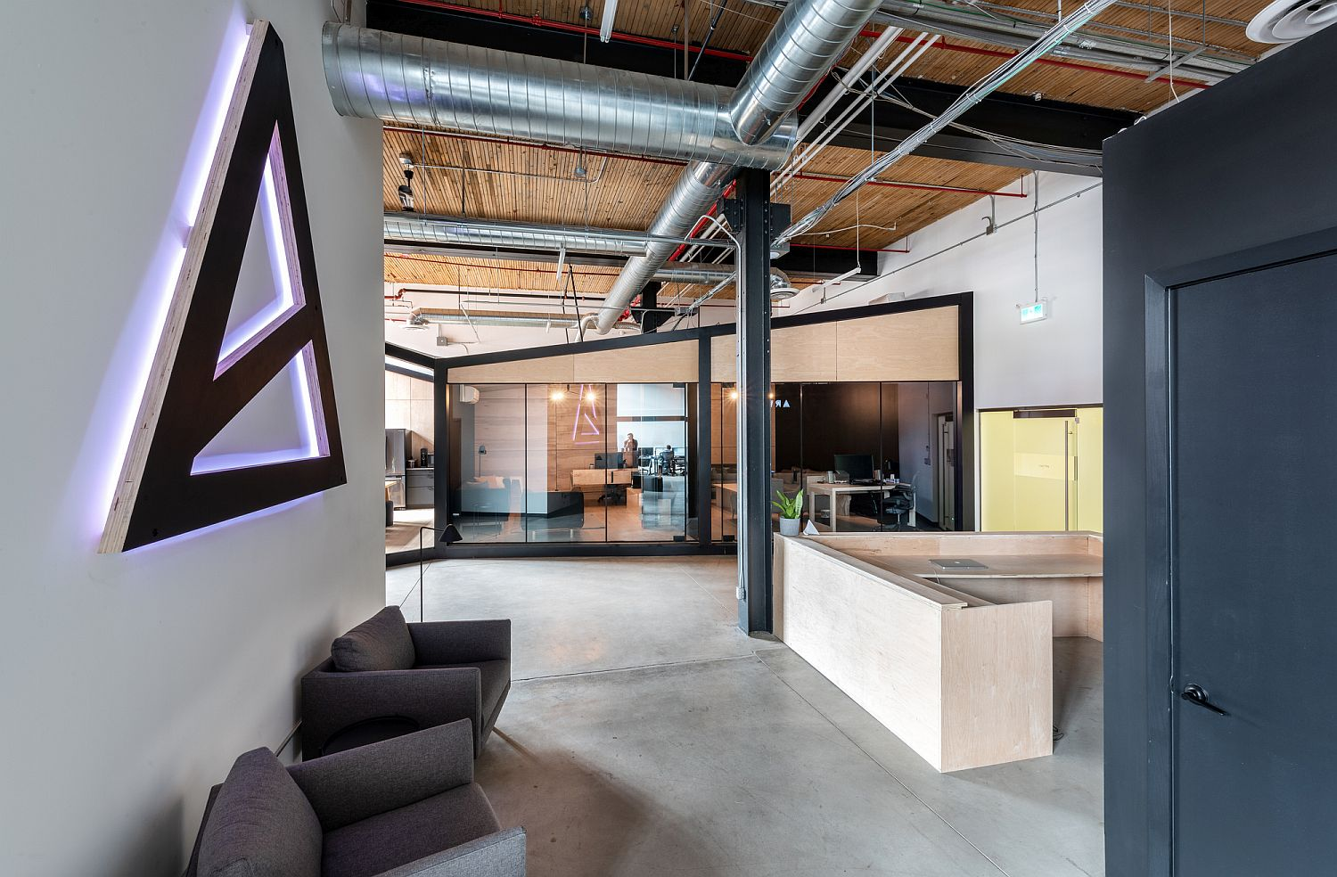 Industrial appeal coupled with modernity inside the office
