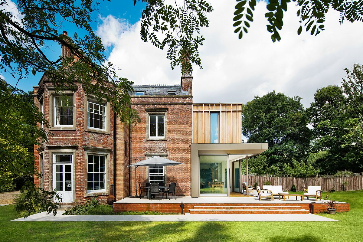 Modern extension to classic home in United Kingdom
