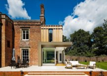 Modern-makeover-to-classic-Gatti-House-in-UK-217x155